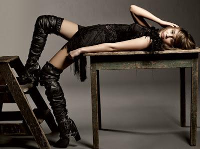 Miley Cyrus Sexy Pose