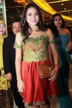 Foto Baju Kebaya Kebaya Remaja Aurel Hermansyah Anak Artis Desain Terbaru