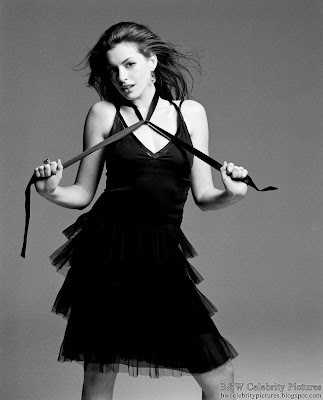 Anne Hathaway photoshoot for Vanity Fair magazine - black and white - pic 7