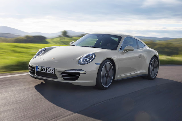 Vista anteriore della Porsche 911 50th Anniversary Edition (color Geyser Grey)