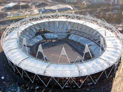 Binaan segi tiga di sekeliling Stadium Olimpik juga didakwa menyerupai piramid dalam logo Illuminati.