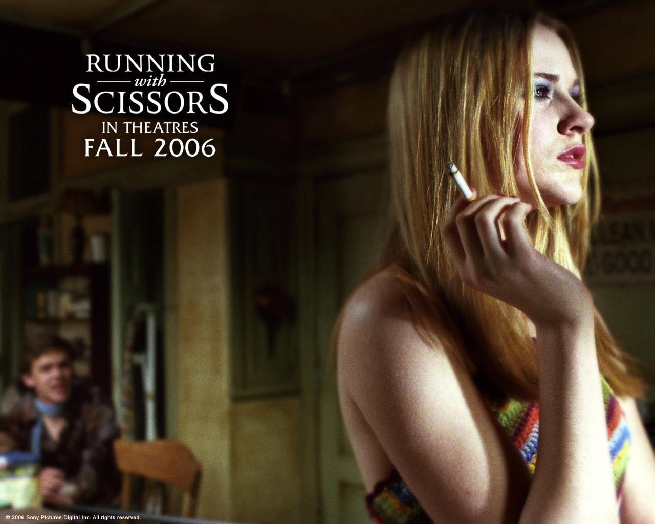 http://1.bp.blogspot.com/-faNqkVhmHU0/TiObbwAk4yI/AAAAAAAAYTc/v2HdMsvGvUM/s1600/Running_with_Scissors%252C_2006%252C_Evan_Rachel_Wood%252C_Annette_Bening.jpg