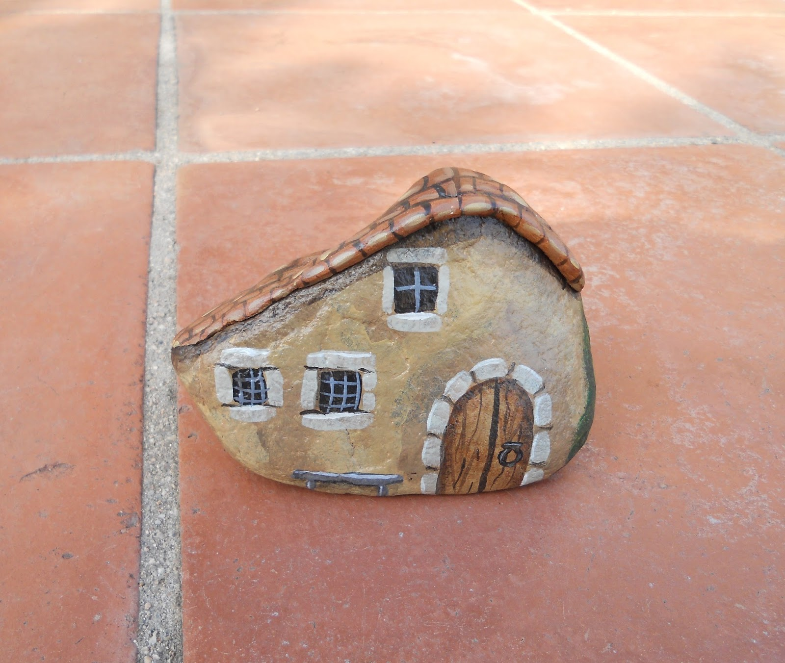 Piedras pintadas a mano piedras pintadas detalles para - Piedras para casas ...
