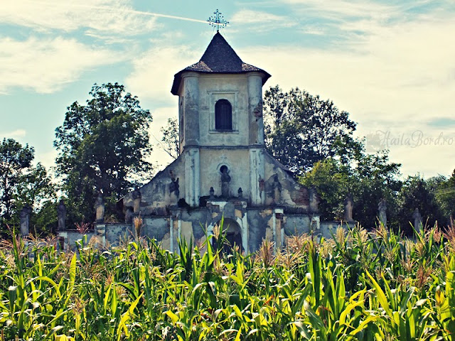 biserica hiliseu crisan statui apostoli