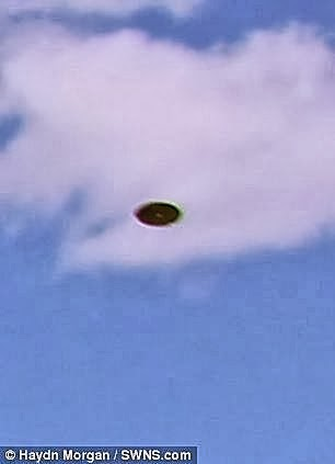 A Pair UFOs Photographed By Former Navy Man in Coastal Town of Kingswear (UK) (Crpd) - October 2013