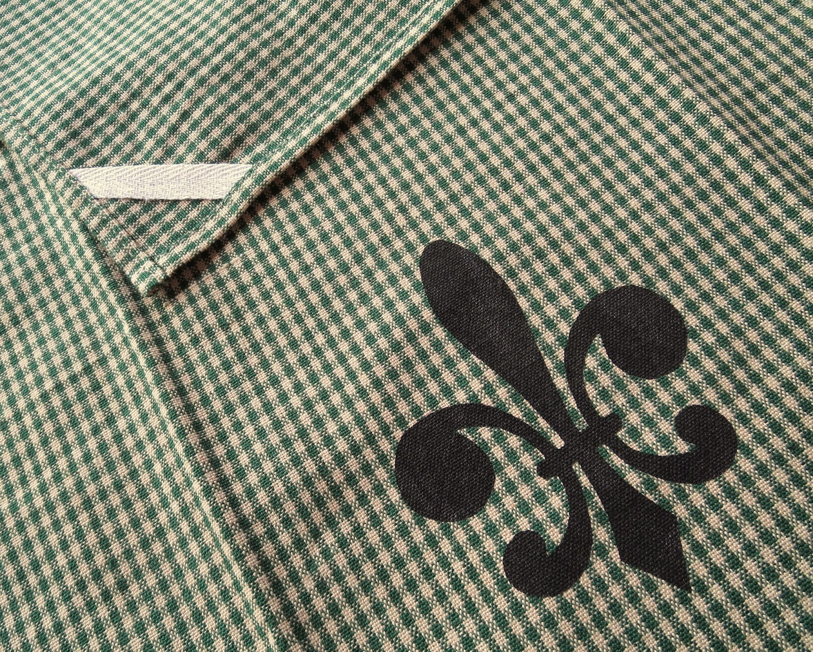 https://www.etsy.com/listing/229208251/fleur-de-lis-vintage-style-hunter-green?ref=shop_home_active_8