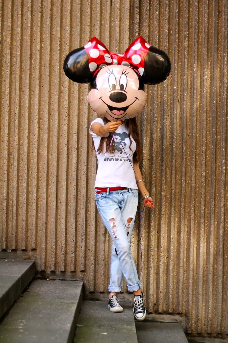 mickey mouse tshirt, lipsy jeans, boyfriend jeans, red belt, converse, long hair, waves, lifestyle blogger, fashion blogger