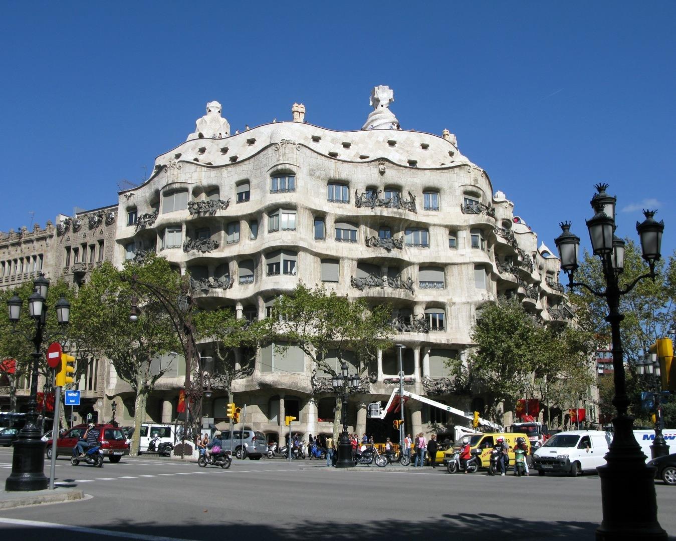 Barcelona turismo que ver en barcelona visitar barcelona barcelona y gaudi su obra las for Inmobiliarias barcelona