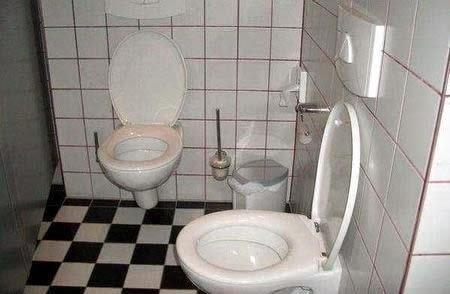 Pemasangan Toilet yang Sangat Aneh