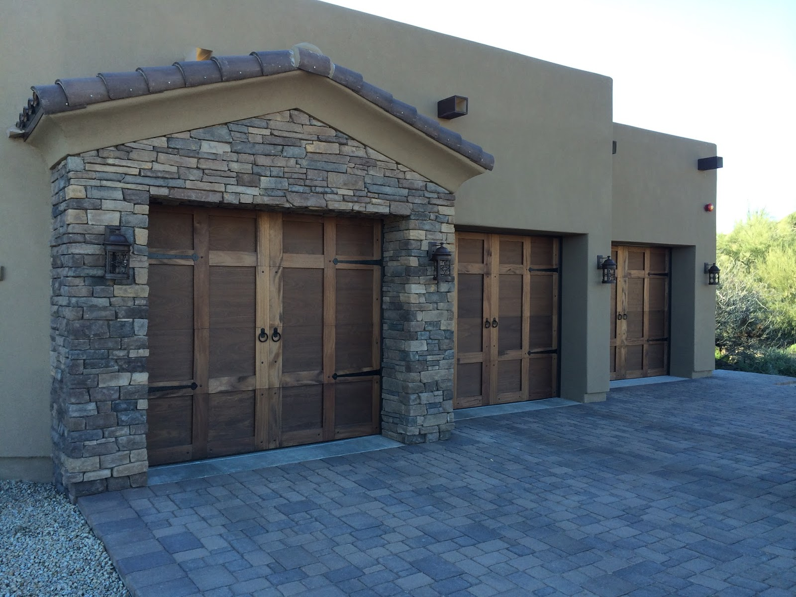 Custom garage doors arizona colorado choosing the right for Garage door materials