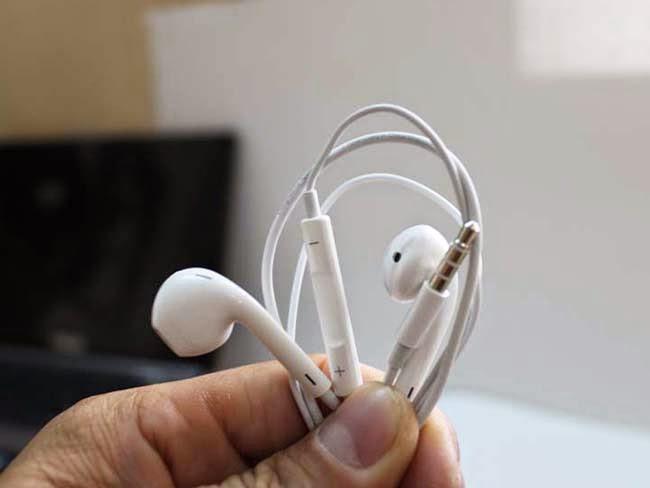 Cách làm trắng tai nghe màu trắng iPhone iPad iPod