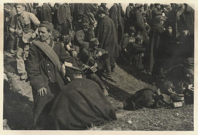 """Prawdopodobny teren obozu jenieckiego """"na Budowie"""" - wrzesień 1939. Fotografia odnalazłem w zakupionym pakiecie fotografii wykonanych przez żołnierza niemieckiego w okolicach Końskich. Fotografia w zbiorach KW."""