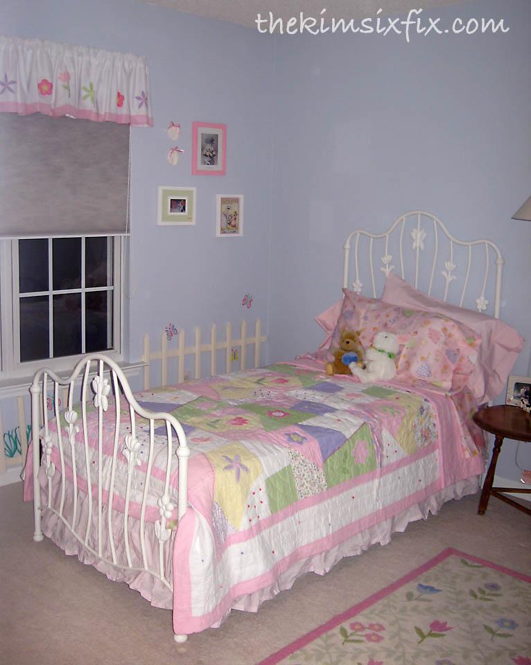 Little girl 39 s blue flower garden bedroom the kim six fix for Garden bedroom