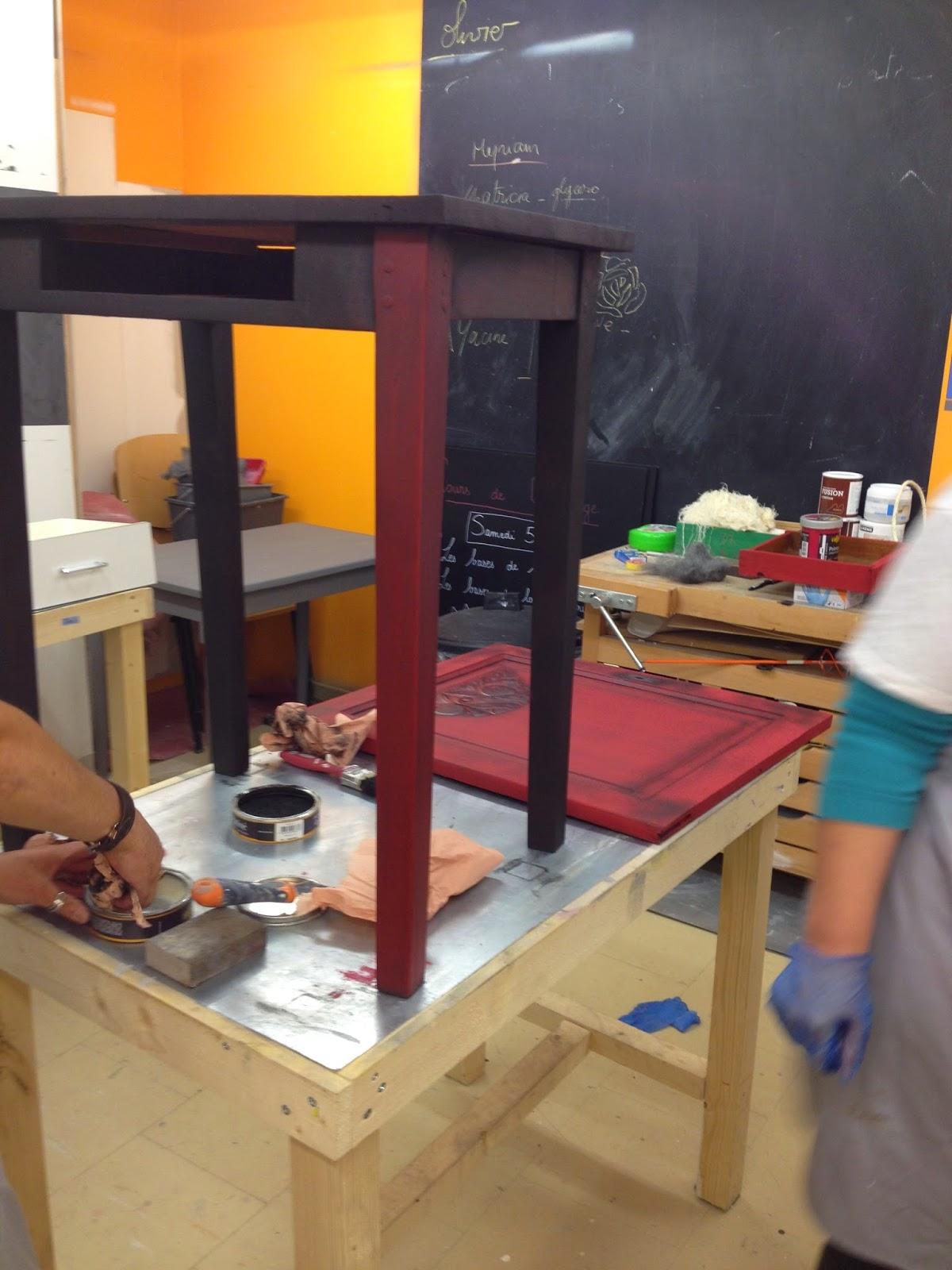 Peinture sur meuble finition patine noir graphite cours de for Peinture sur meubles