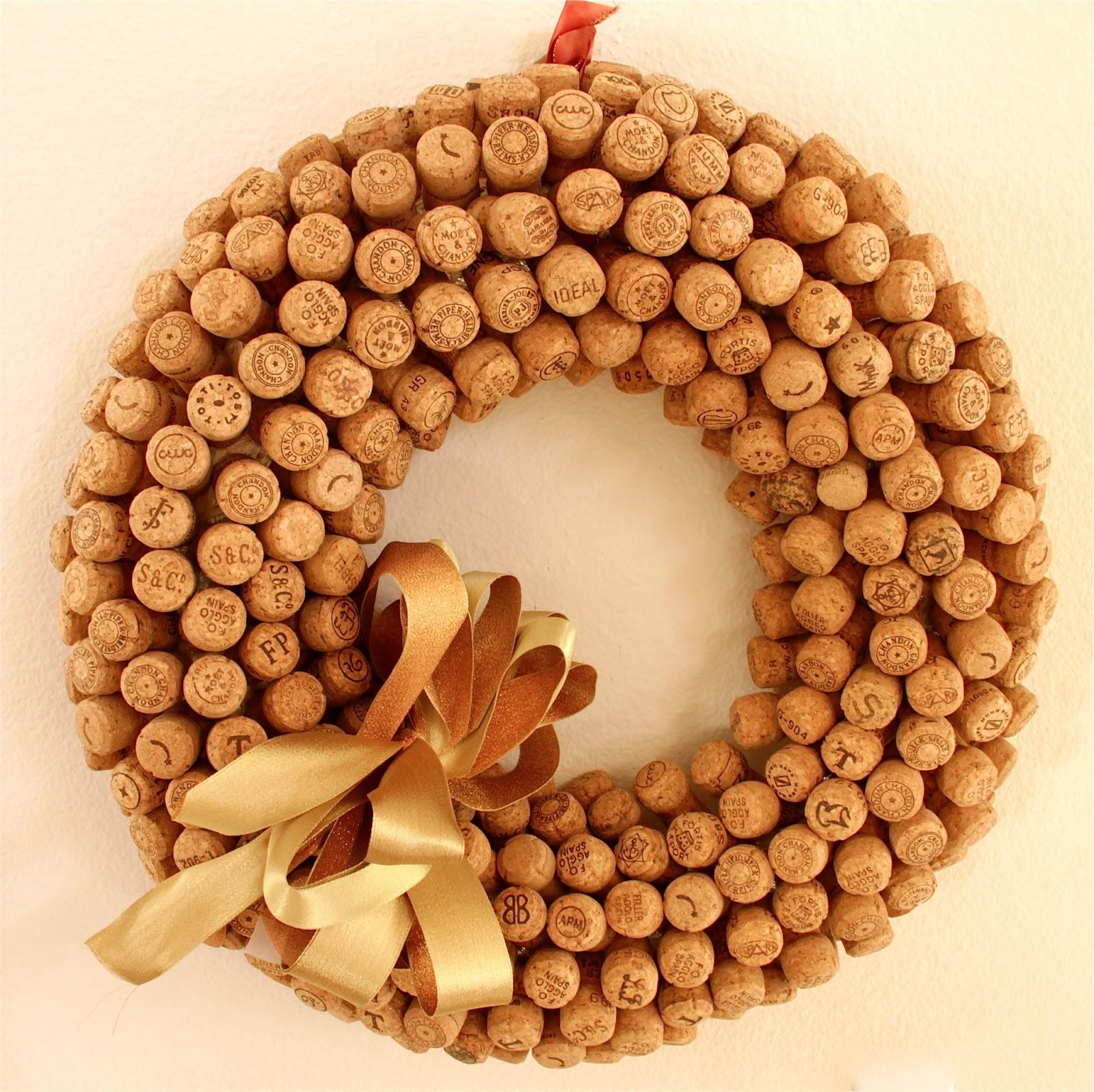 Taste n trip cork creations - Como hacer coronas de navidad ...
