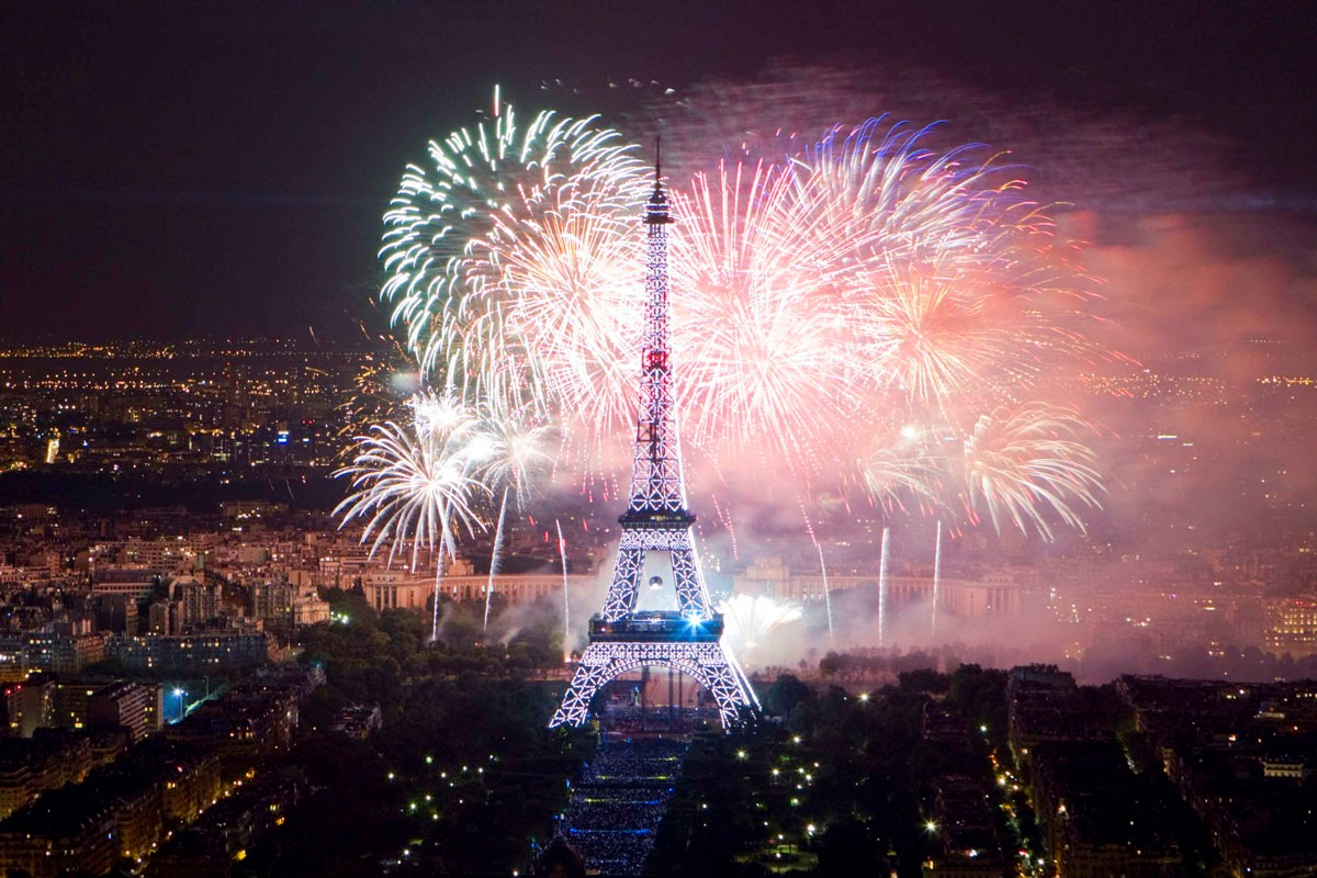 Fireworks in Paris 2015: The best pictures Fireworks in Paris 2015: The best pictures new 2Byear 2Bin 2Bparis