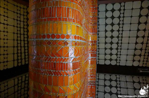 Paris 19ème - Immeuble rue Crimée  Architecte: Roger Anger, Mario Heymann  Mosaïques et décoration: Charles Gianferrari (L'Oeuf)  Construction: 1968