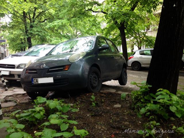 Aparcar en Sofía Bulgaria aparcamiento coches búlgaros