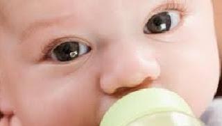 waspadai Bahaya  Bayi minum air kebanyakan