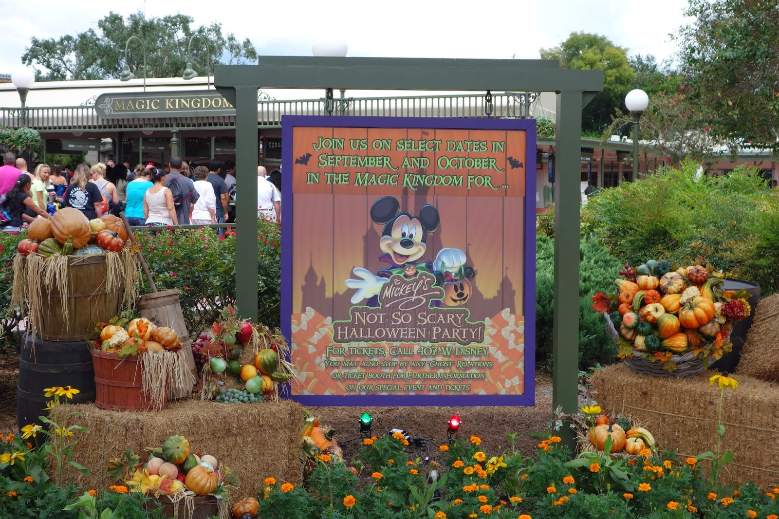 the mellow mouse: Mickey's Not So Scary Halloween Party
