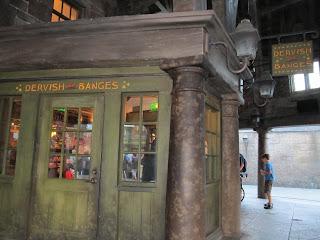 Wizarding World of Harry Potter Dervish and Banges