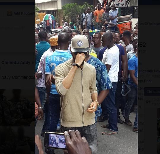 Phyno Storms Lagos Island, Pulls Massive Crowd