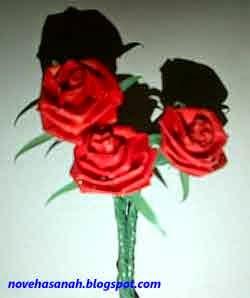 langkah-langkah cara membuat bunga mawar dari kertas