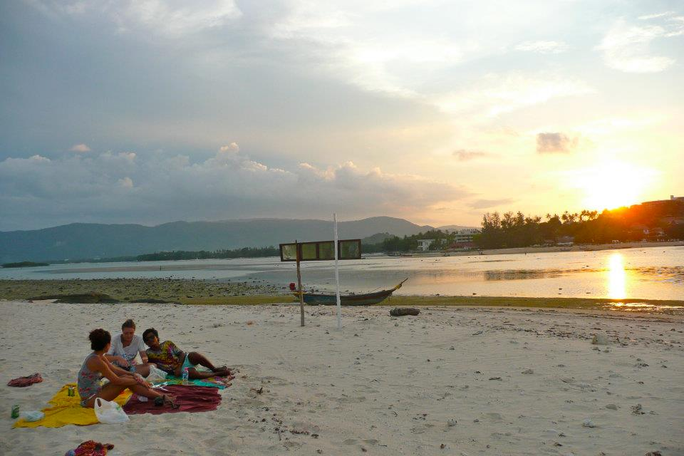 Romantic things to do on Samui, watch the sunset from Koh Matlang, picnic on Koh Matlang, watch the sunset on your paddleboard