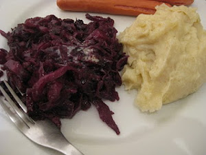 Red cabbage with bacon and apples