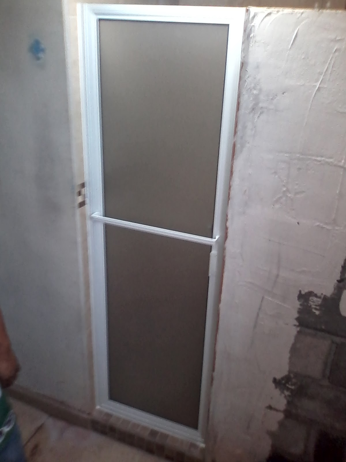 Puertas De Baño Aluminio:Puertas, ventanas de aluminio: PUERTA BATIENTE DE ALUMINIO CON