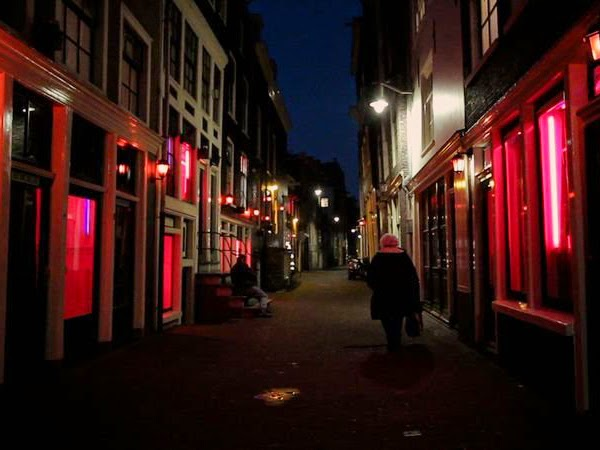 prostitution amsterdam was will frau im bett
