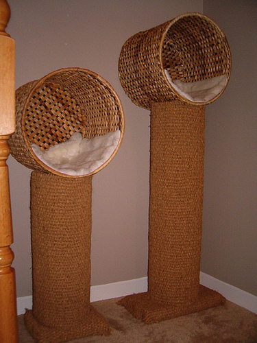 Rbol rascador de sisal con una cesta de mimbre de ikea - Cestas de mimbre ikea ...