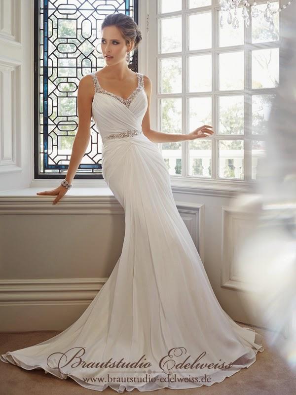 Traumhaftes fliessendes Chiffon Brautkleid mit Trägern und tiefen Rücken. Leichtes Brautkleid.