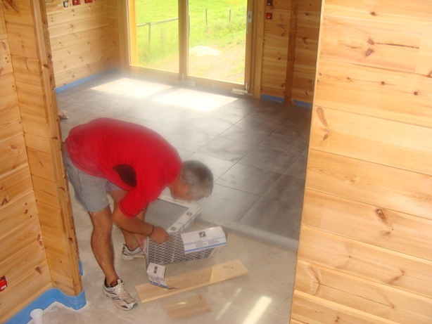 Mon chalet madrier en autoconstruction isolation chape et for Carrelage mouchete