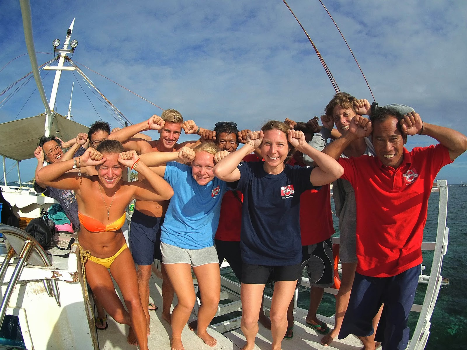 Returning from one of our early morning dives at Kemod Shoal, Hammerheads!