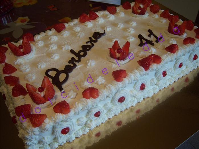 Torta panna e cuoricini fragole catiabonati co for Decorazione torte millefoglie