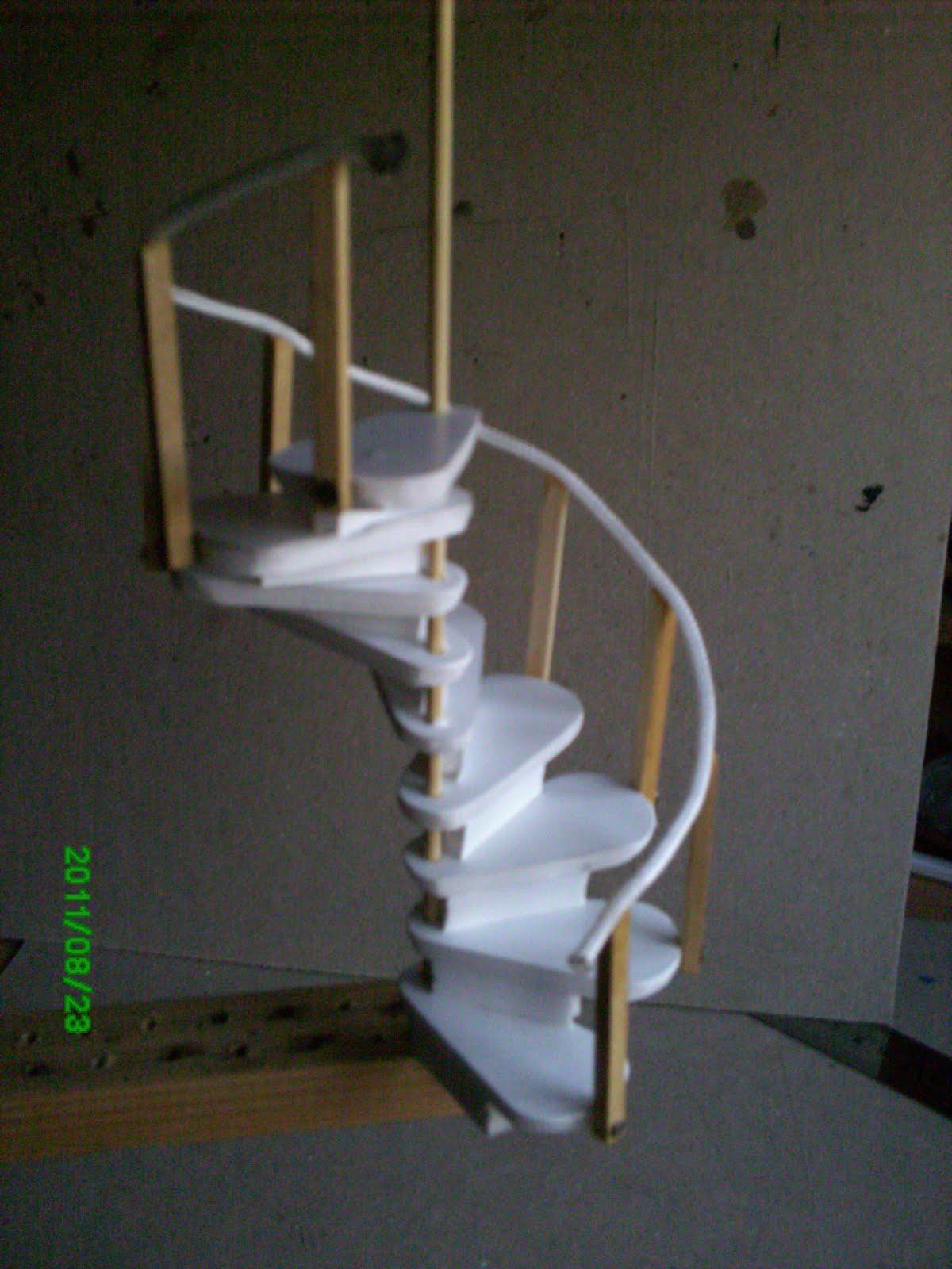 El mundo de las manualidades y la artesan a construyendo for Como hacer una escalera en caracol