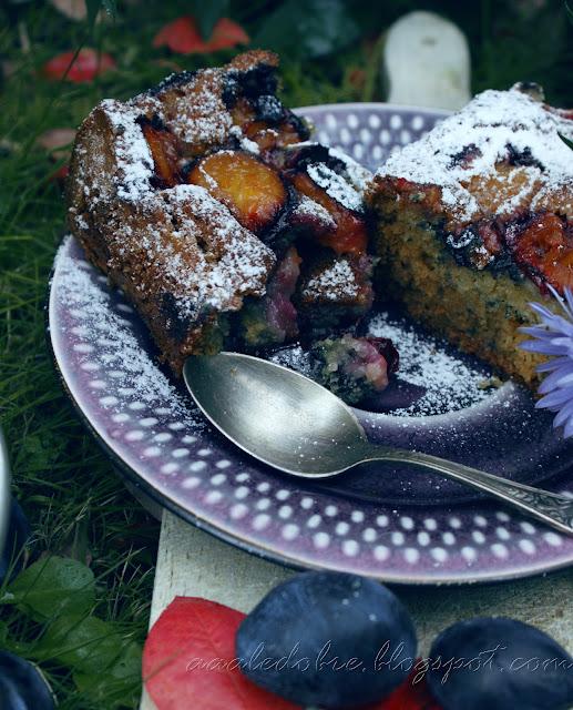 ciasto jogurtowe ze śliwkami aaaledobre.blogspot.com