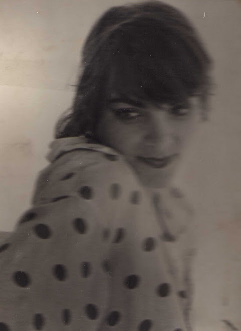 Edurne me corta el pelo en Ibiza   1979