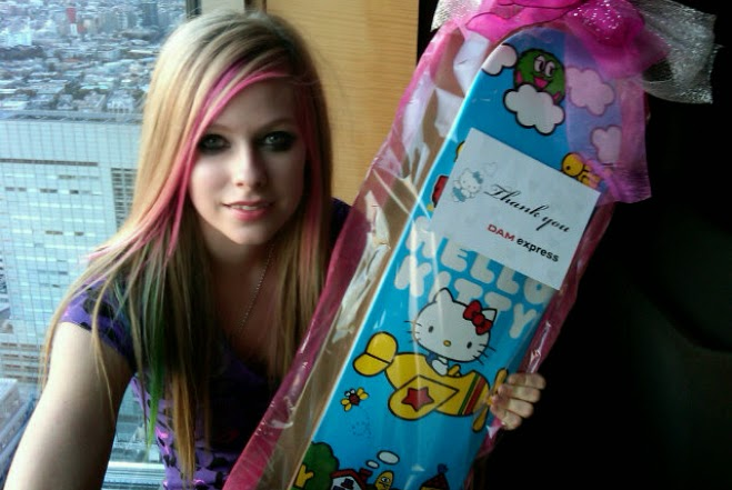 Avril Lavigne Hello Kitty Japan Tokyo video