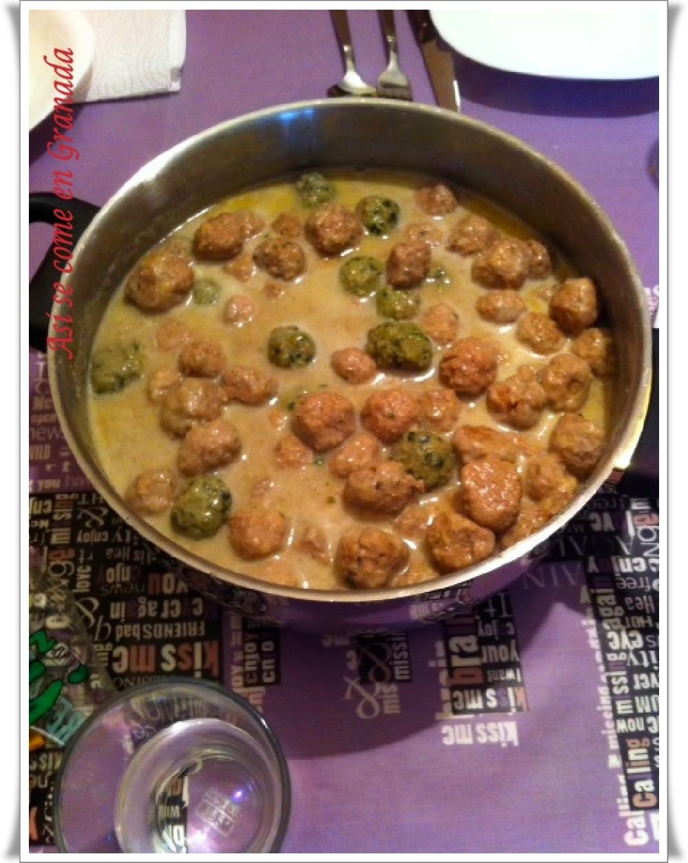 Albóndigas Mixtas en Salsa Souboise de Nata