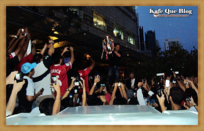manchester united asia trophy tour, van der sar in kuala lumpur malaysia, epl trophy 2011,klcc suria van der sar, van der sar datang malaysia