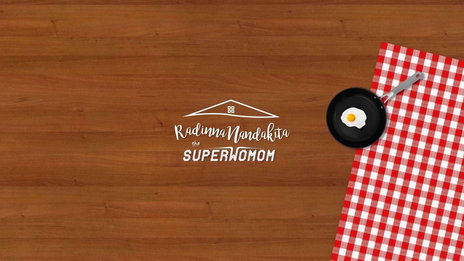 THE SUPERWOMOM