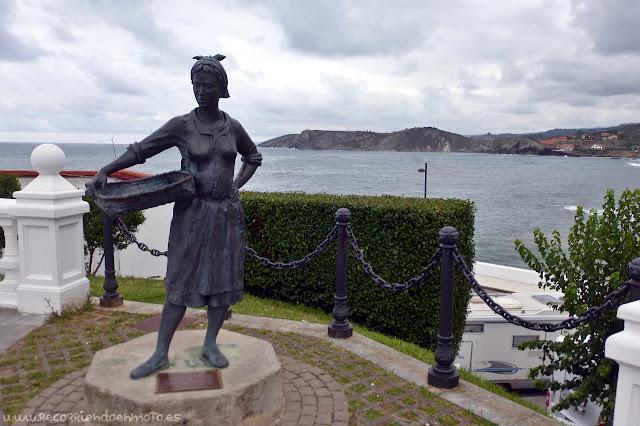 Monumento a las pescaderas de Comillas