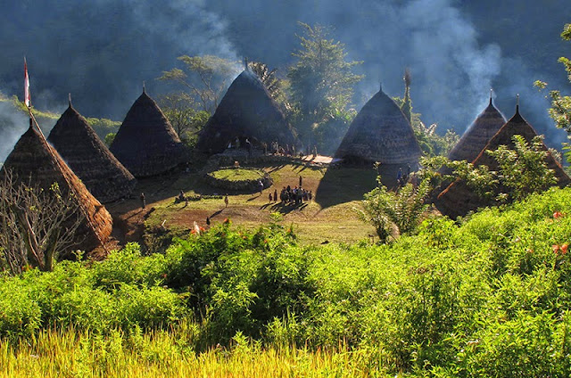 Wisata Budaya Kampung Adat Wae Rebo Manggarai