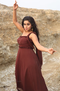 Poorna Pictures from latest telugu Movie 017.jpg
