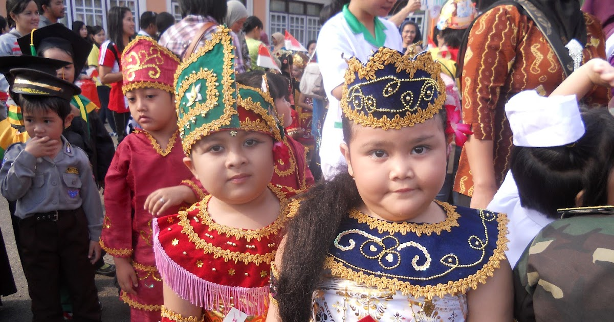 CAMOEH: Pakaian Adat Bali