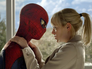 Andrew Garfield e Emma Stone em cena de &quot;O Espetacular Homem-Aranha&quot;