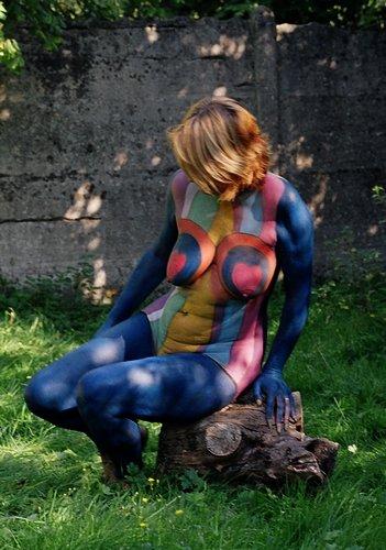 Modèle pour le body-painting.