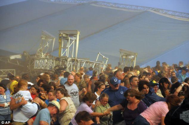 Konsert dilanda ribut, sekurangnya 4 maut selepas pentas runtuh